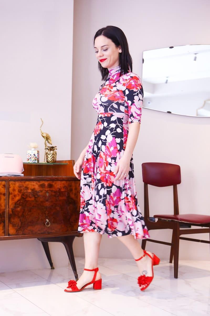 sandali eleganti pom pom
