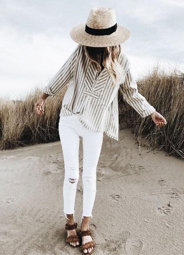 Cappello di paglia e jeans bianchi