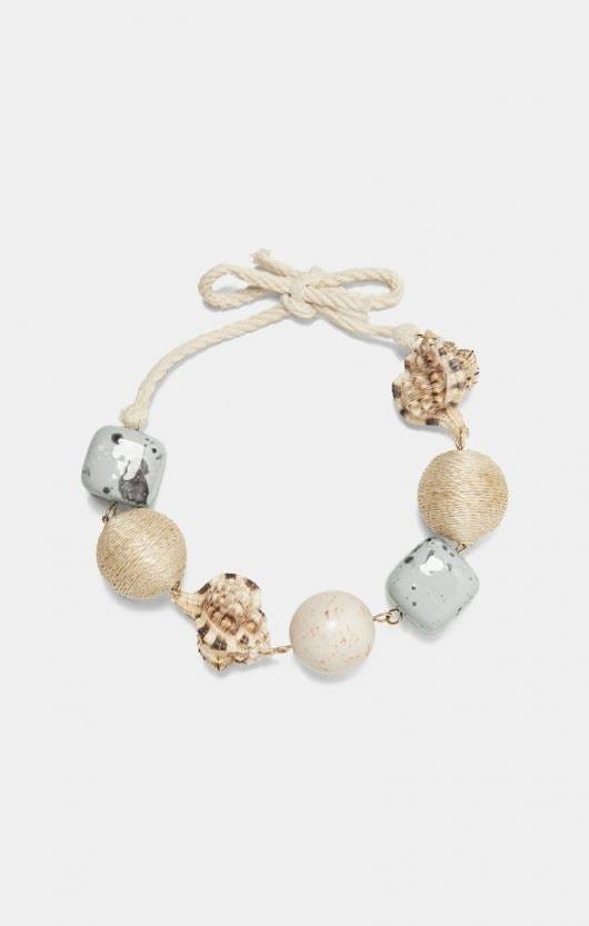 nuovo prodotto 8a526 7ae44 Collana, orecchini, braccialetto con conchiglie: il trend ...