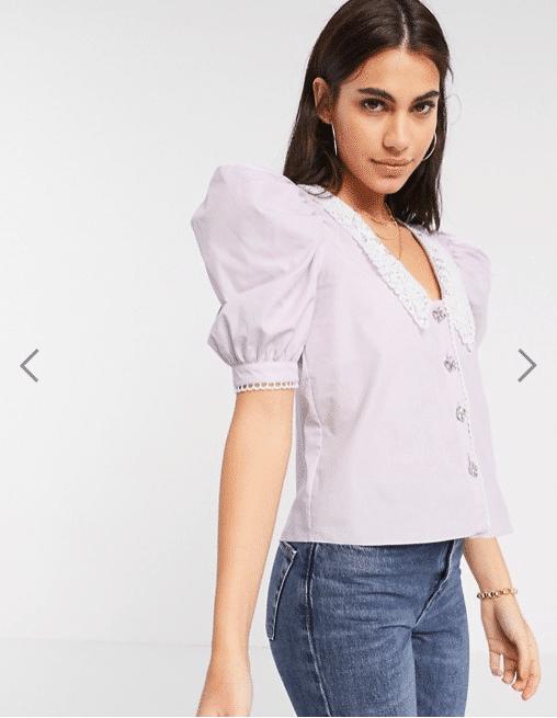 maglietta con colletto grande