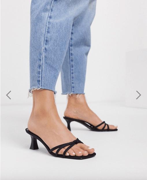 sandali con fascette